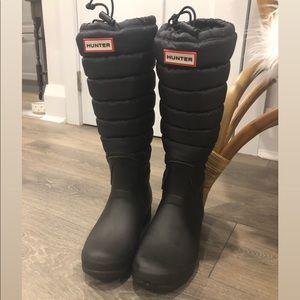 Hunter black puffer insulated rain boot
